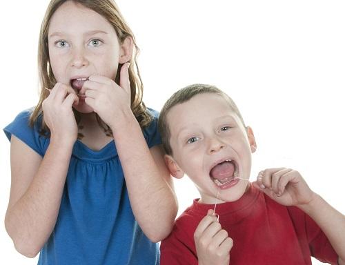 kids flossing